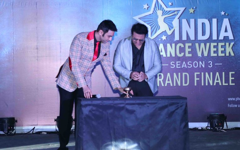 Govinda ingaurating lamp with Sandip Soparrkar